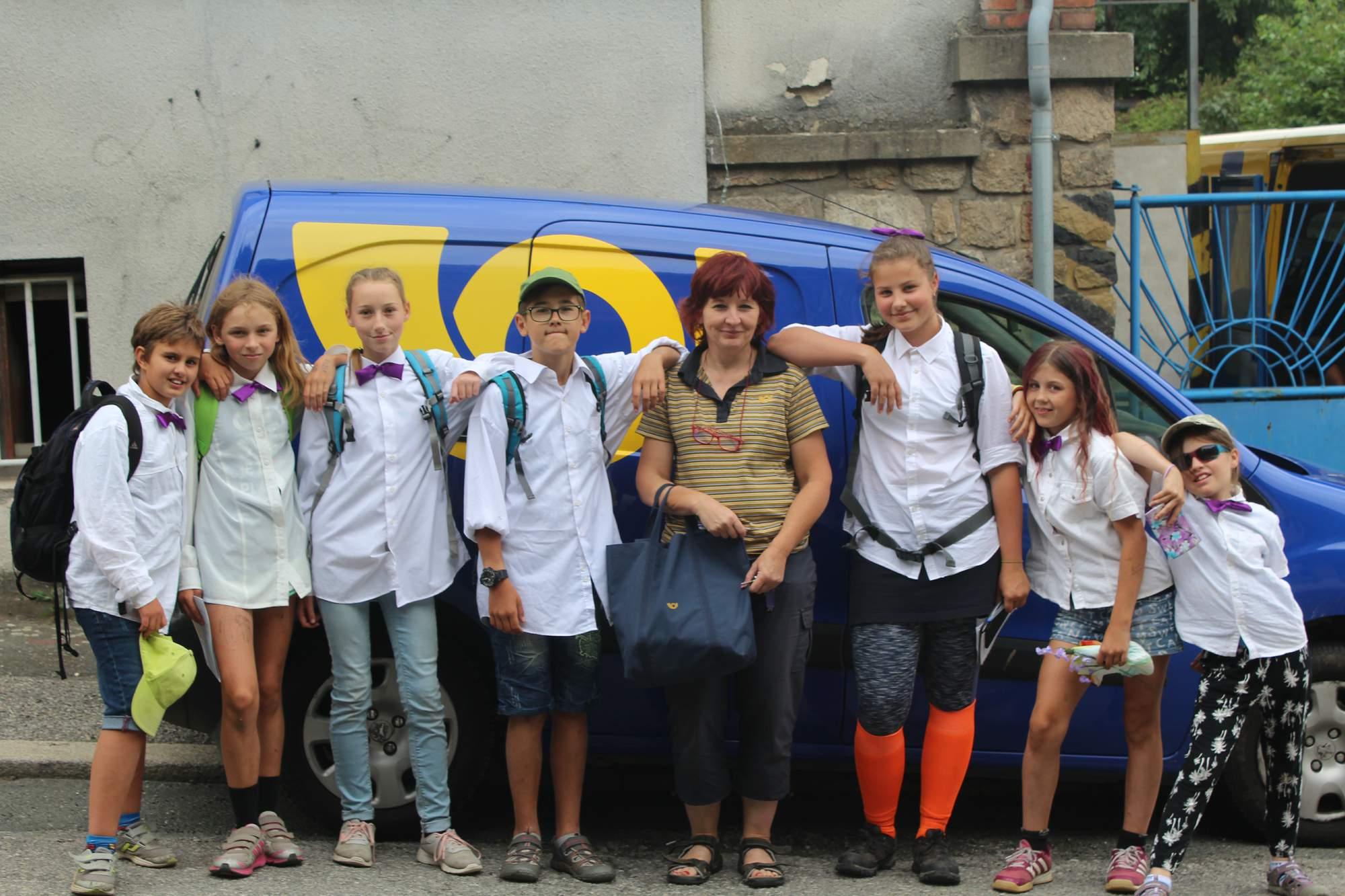 Spolupráce nejen v týmu, ale i s cizími lidmi při tvorbě fotky s pošťákem